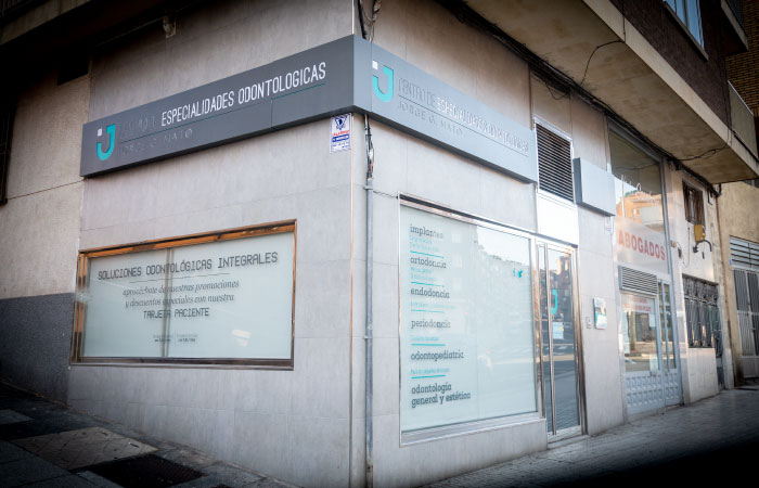 Clínica dental Salamanca - Fachada